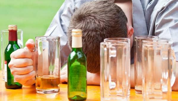 Неконтролируемое употребление горячительных напитков