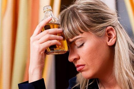 Признаки зависимости от горячительных напитков