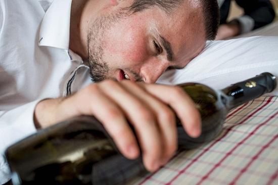 Мучительное состояние, вызванное чрезмерным употреблением спиртных напитков