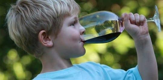Дети и горячительные напитки